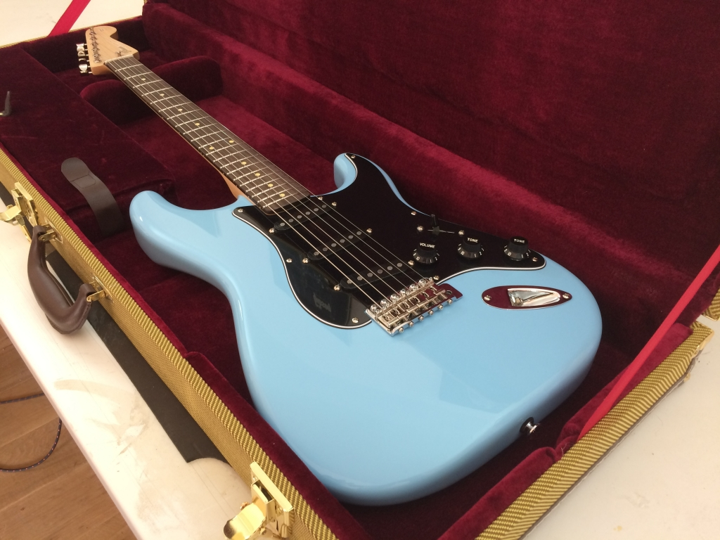 Daphne Blue. Maple Rosewood V Gloss.